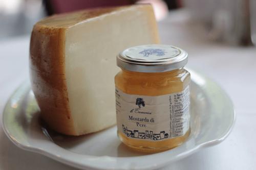 Restaurant Frankfurt Atelier - Fischrestaurants Frankfurt - Mostard und feinster italienischer Käse
